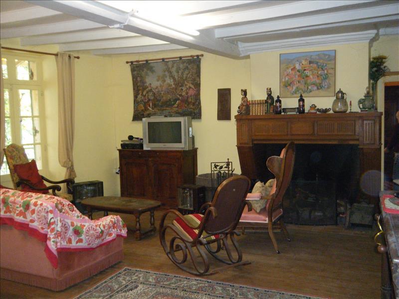 Maison  - 10 pièces    - 361 m² - CHALAIS (16)
