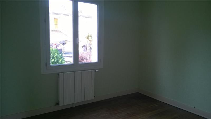 Maison MONTMOREAU ST CYBARD - 5 pièces  -   92 m²