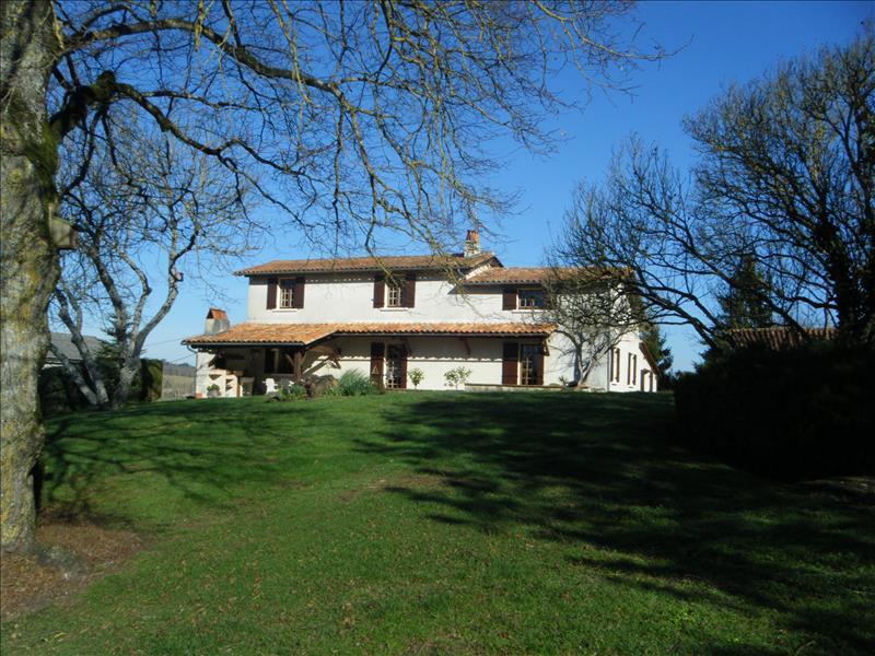 Vente Maison LAPRADE (16390) - 6 pièces 123 m²