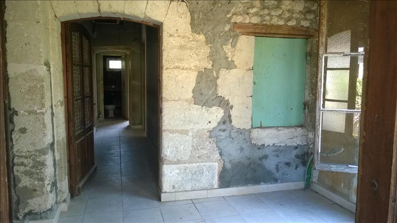 Maison ST SEVERIN - 3 pièces  -   84 m²