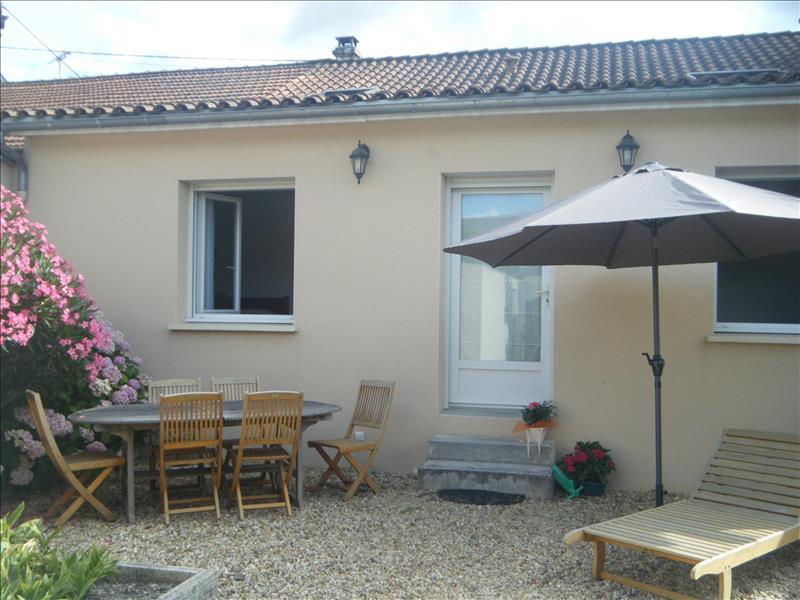 Maison CHALAIS - 4 pièces  -   104 m²