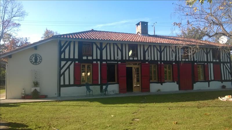 Maison ESCOURCE - 7 pièces  -   240 m²