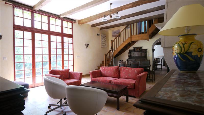 Maison MONTLOUIS SUR LOIRE - 9 pièces  -   300 m²