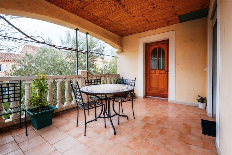 Maison CASTRIES - 8 pièces  -   225 m²