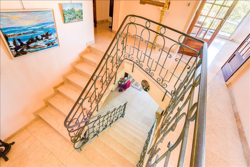 Maison ST JEAN DE VEDAS - 8 pièces  -   215 m²