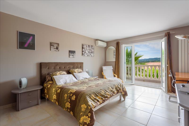 Maison ST PAUL ET VALMALLE - 6 pièces  -   200 m²