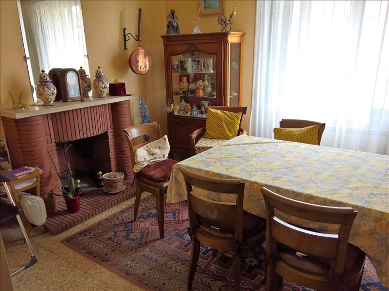 Maison ROUJAN - 7 pièces  -   168 m²