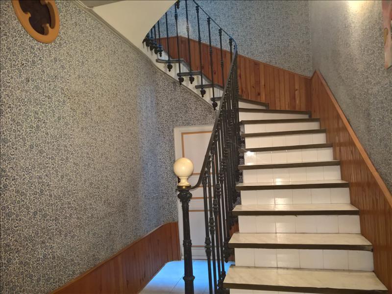 Maison ROUJAN - 9 pièces  -   122 m²