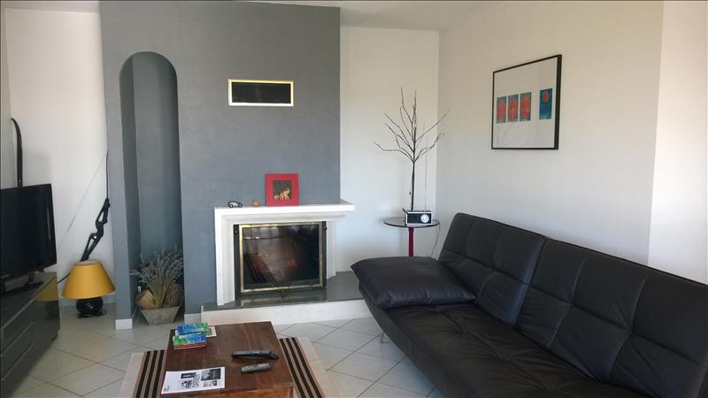Maison ST ASTIER - 5 pièces  -   105 m²