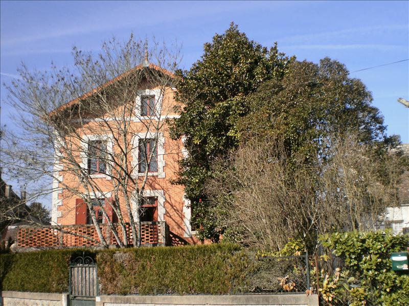 Maison EYMET - 7 pièces  -   275 m²