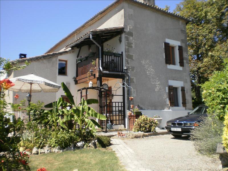 Maison ST PARDOUX ISAAC - 5 pièces  -   200 m²