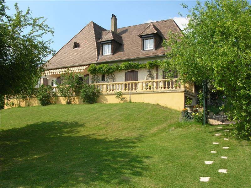 Maison TRELISSAC - 8 pièces  -   220 m²