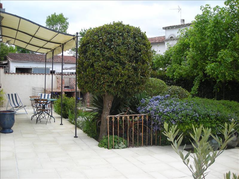 Maison COURCELLES - 6 pièces  -   147 m²