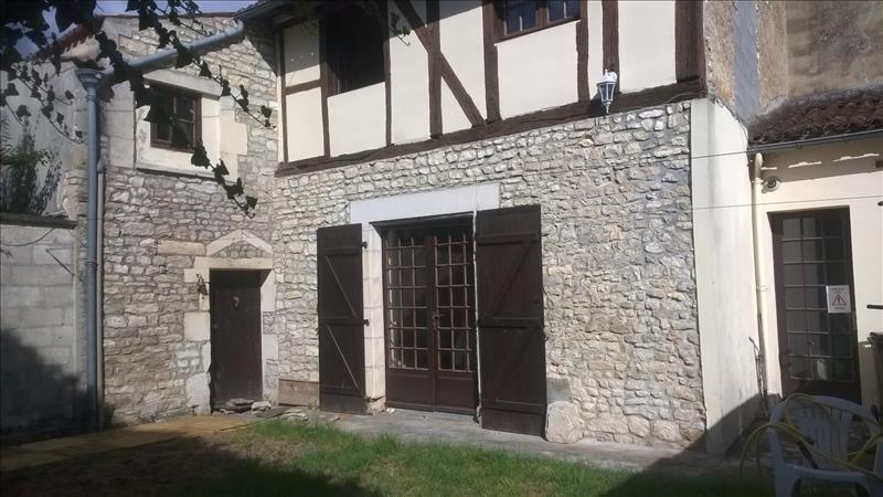 Maison ST JEAN D ANGELY - 2 pièces  -   73 m²