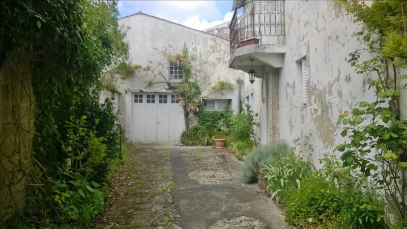 Maison ST JEAN D ANGELY - 9 pièces  -   272 m²