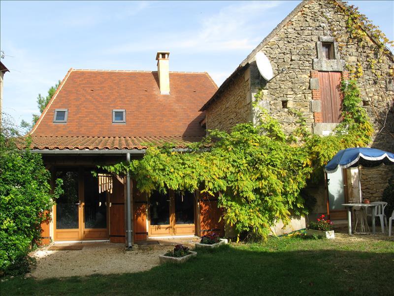 Maison ST CHAMASSY - 6 pièces  -   170 m²