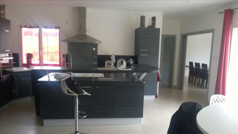 Maison ST CHAMASSY - 8 pièces  -   170 m²