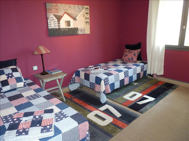 Maison LALINDE - 5 pièces  -   177 m²