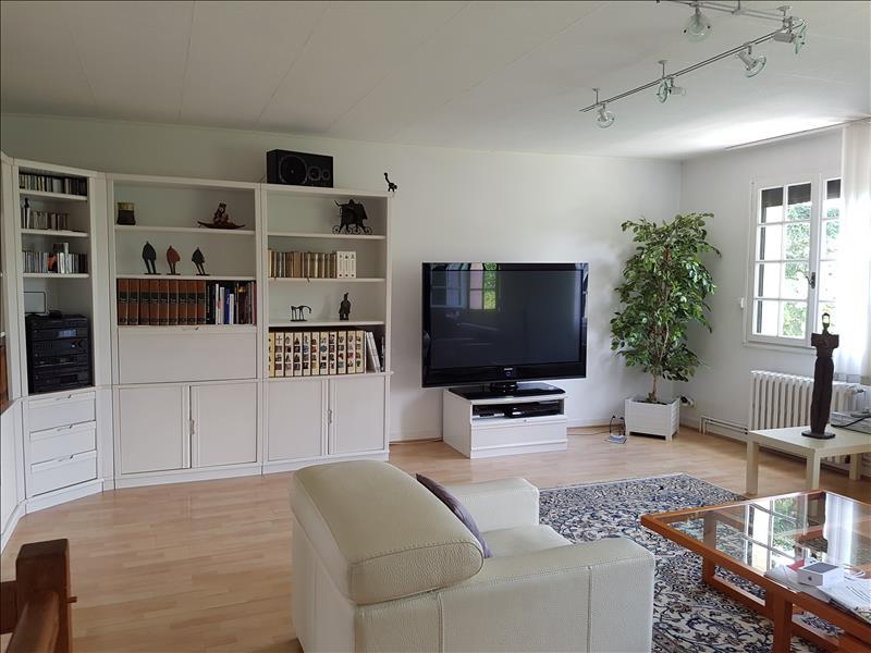 Maison ST GENOUPH - 8 pièces  -   200 m²