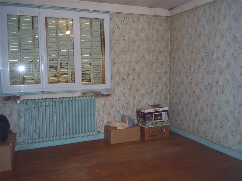 Maison ST DENIS DE JOUHET - 7 pièces  -   135 m²