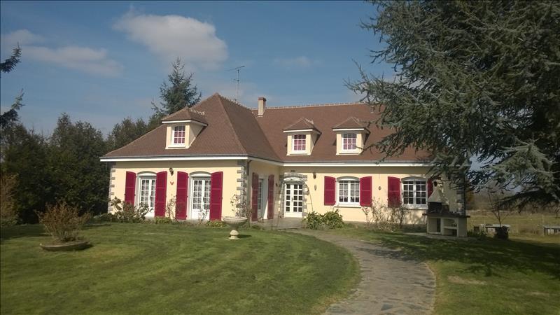 Maison ST DENIS DE JOUHET - 4 pièces  -   145 m²