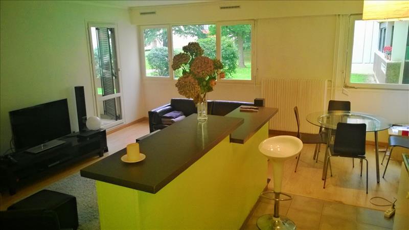 Appartement LE PLESSIS BOUCHARD - 3 pièces  -   70 m²
