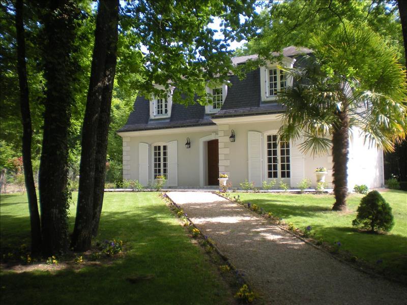 Maison CHAMBRAY LES TOURS - 8 pièces  -   178 m²