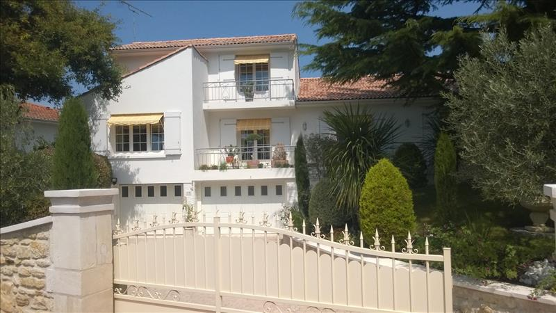 Maison LA TREMBLADE - 9 pièces  -   218 m²