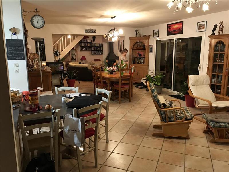 Vente Maison LES MATHES (17570) - 8 pièces - 208 m² -