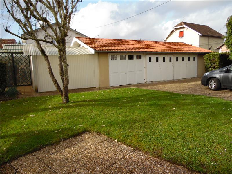 Maison ST ASTIER - 8 pièces  -   200 m²