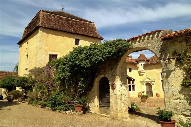 Vente Château LEGUILLAC DE L AUCHE  (24110)