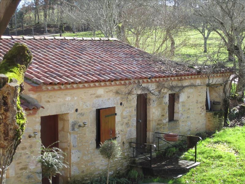 Maison FUMEL - 14 pièces  -   361 m²