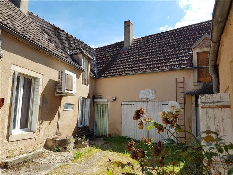 Maison ST AMAND MONTROND - 5 pièces  -   115 m²