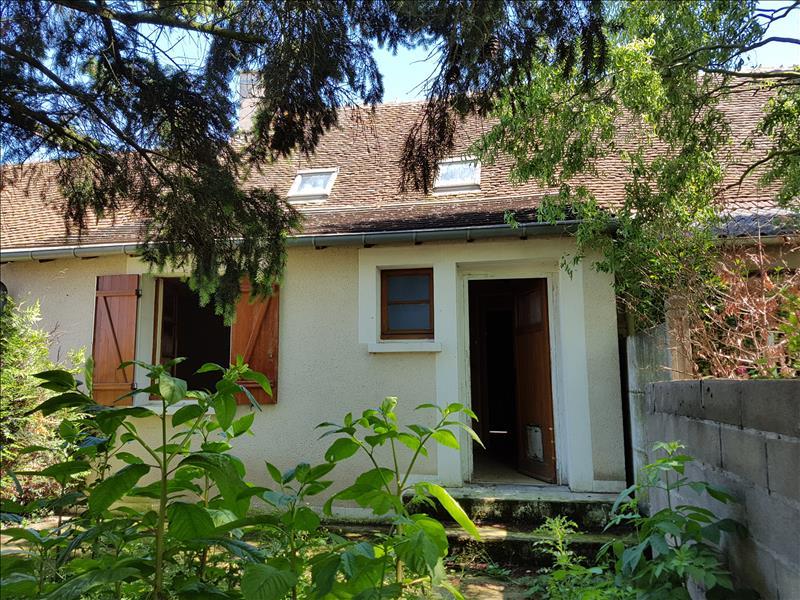 Maison ST AMAND MONTROND - 4 pièces  -   79 m²