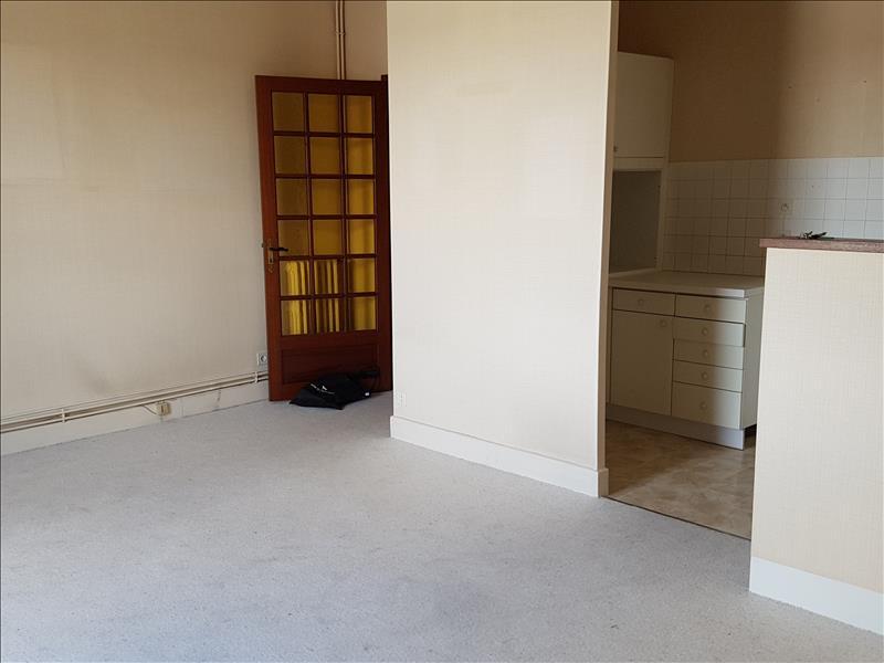 Appartement ST AMAND MONTROND - 3 pièces  -   66 m²
