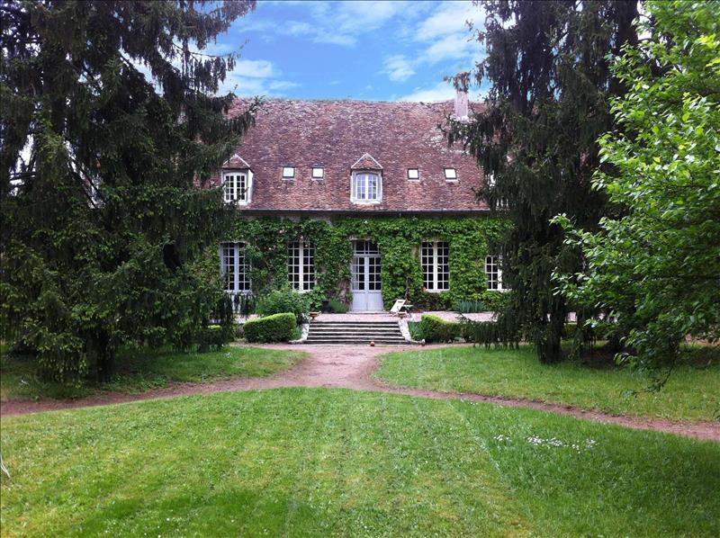 Vente Maison ST AMAND MONTROND (18200) - 17 pièces 657 m²