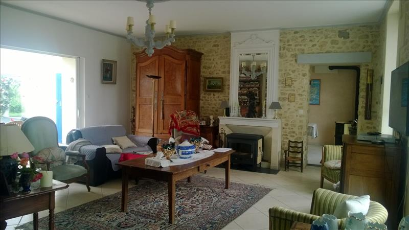 Maison TONNAY CHARENTE - (17)
