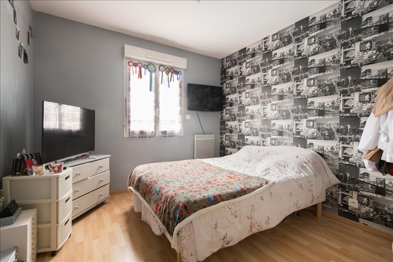 Appartement MONTCHAUVET - 4 pièces  -   100 m²
