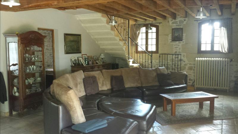 Maison AIMARGUES - 6 pièces  -   306 m²