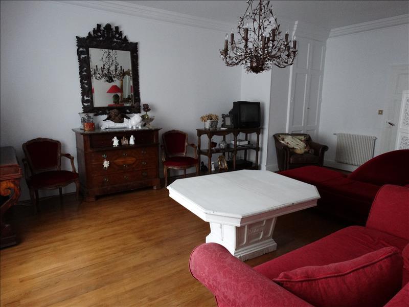 Maison NERAC - 6 pièces  -   199 m²