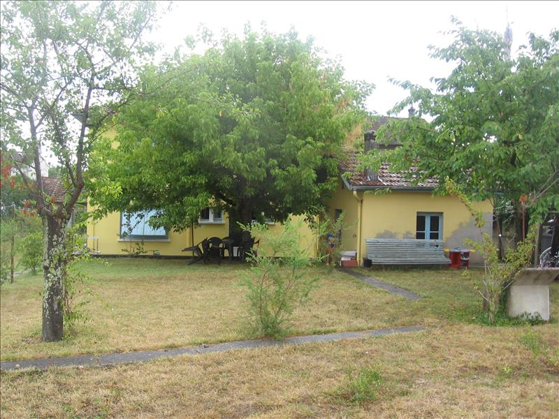 Maison NERAC - 7 pièces  -   180 m²
