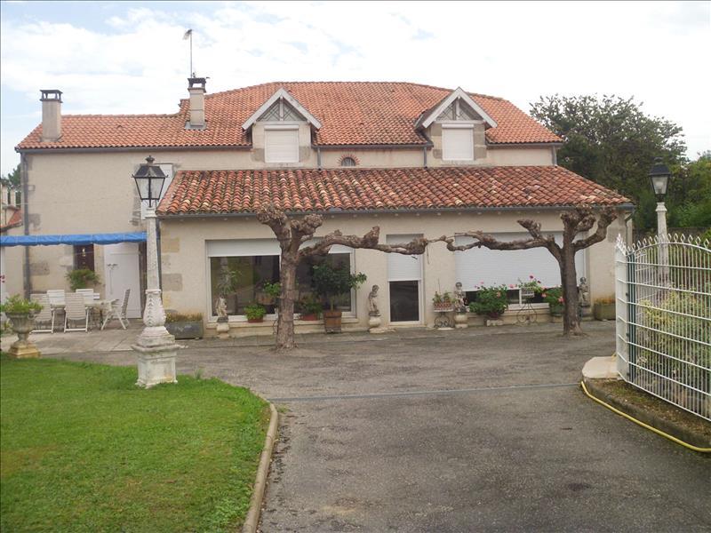 Vente Maison NERAC (47600) - 8 pièces 319 m²
