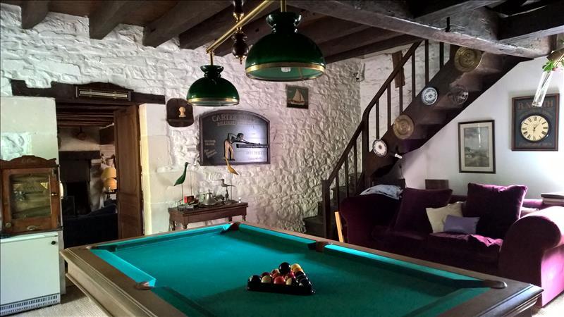 Maison LIGUEIL - 8 pièces  -   190 m²