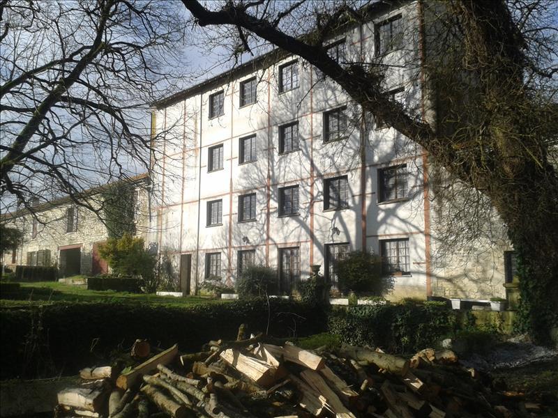 Immeuble LE CHAY - 20 pièces  -   662 m²