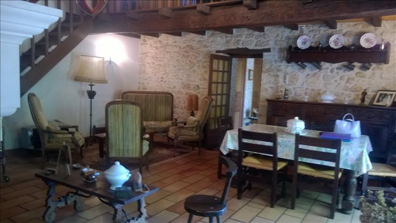 Vente Maison ST ROMAIN DE BENET (17600) - 9 pièces - 200 m² -