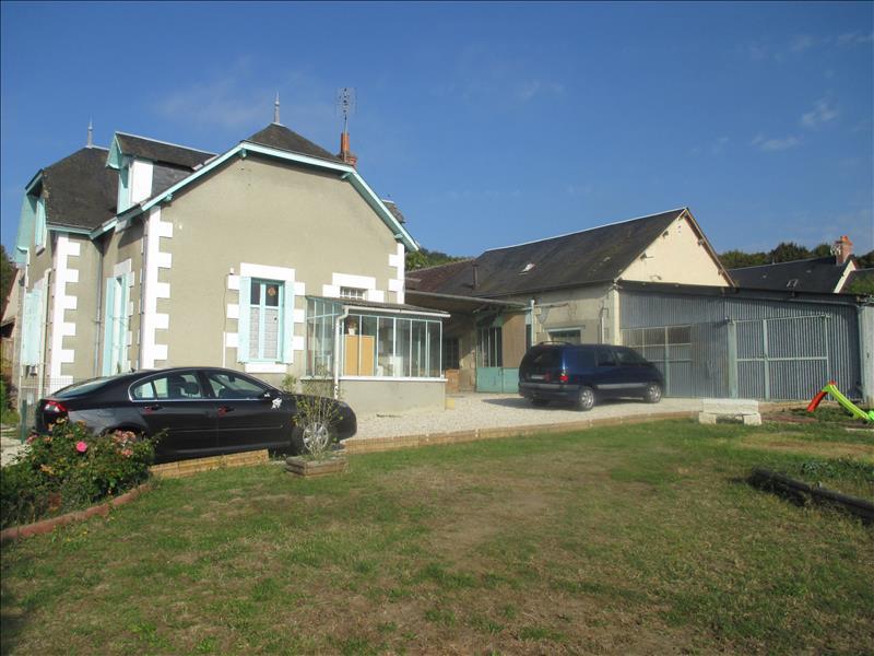 Maison PALLUAU SUR INDRE - 4 pièces  -   86 m²