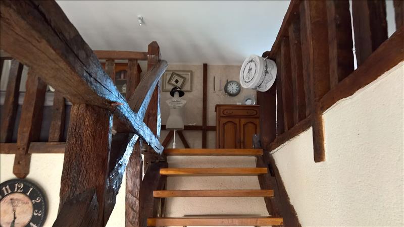 Maison MARCE SUR ESVES - 7 pièces  -   207 m²