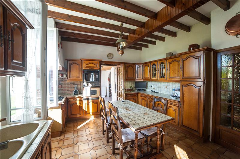 Maison AMBARES ET LAGRAVE - 6 pièces  -   109 m²