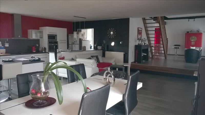 Maison AMBARES ET LAGRAVE - (33)