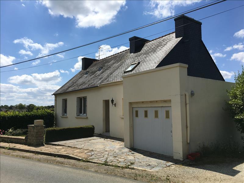 Maison  - 7 pièces    - 144 m² - LANGOLEN (29)
